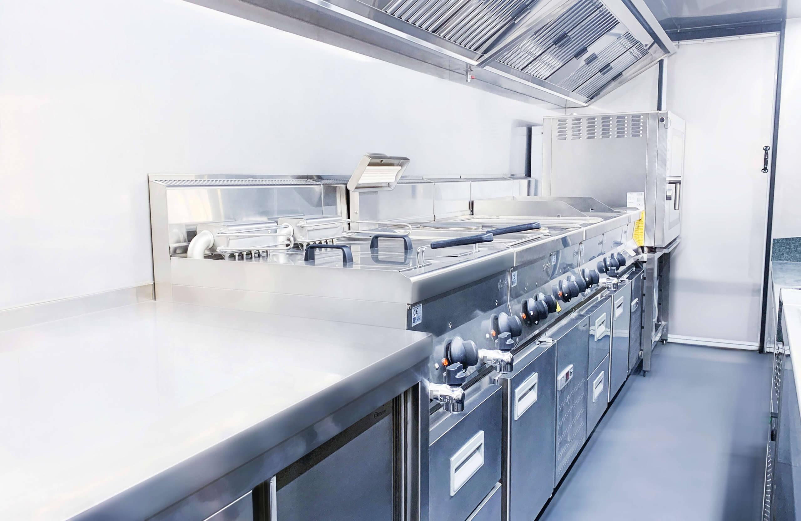 Professionelle Innenausstattung unserer fahrenden Großküchen